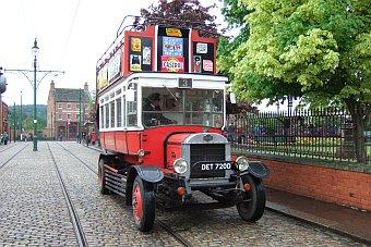Beamish Museum niedaleko Newcastle starodawny autobus bus Anglia Wielka Brytania