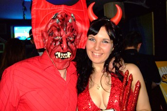 Halloween Party in The Globe - part 1